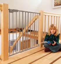 Kinderschutzgitter Für Treppen : kinderschutzgitter bersicht sicherheit im wohnbereich bei kleinkindern gs treppen gmbh co kg ~ Markanthonyermac.com Haus und Dekorationen