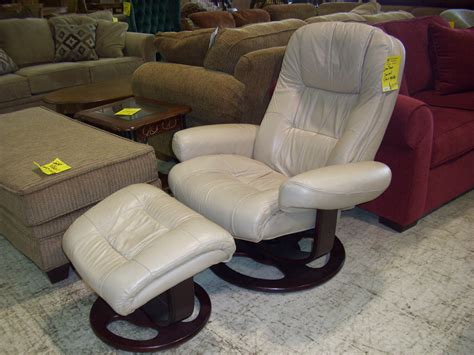 White Bonded Leather Lounge Chair With Ottoman Landmark Nursing Home West Monroe La Homes For Sale Tennessee Indian Decoration Items Anc Decor Diy Cheap Decorating Ideas Sl Quotes On Coastal