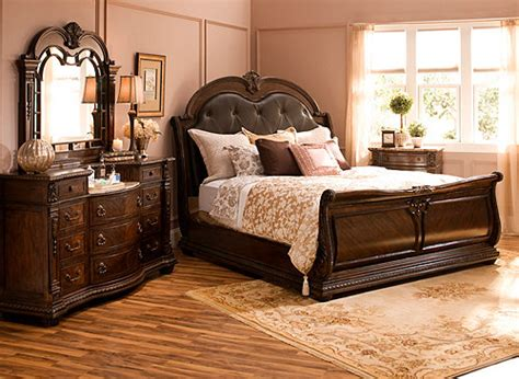 Raymond And Flanigan Dressers by Wilshire 4 Pc King Bedroom Set Bedroom Sets Raymour