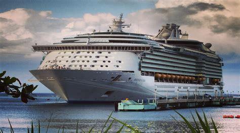 Schip Jamaica by Jamaica Cruise Ship Fitbudha