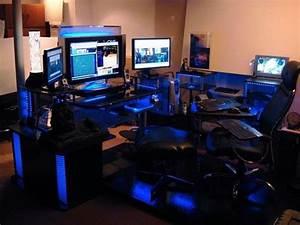 Gaming Zimmer Ideen : fabelhafte pc gaming schreibtisch setup charming interior design ideen mit 1000 ideen ber ~ Markanthonyermac.com Haus und Dekorationen