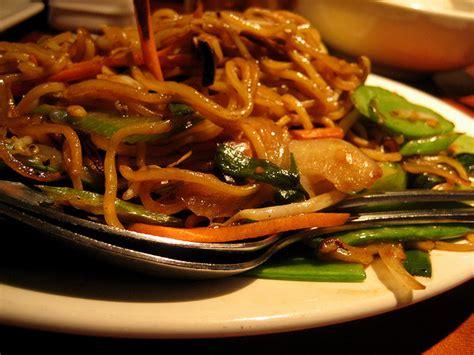 recette nouilles chinoises saut 233 es aux l 233 gumes et au boeuf hach 233 recettes asiatiques