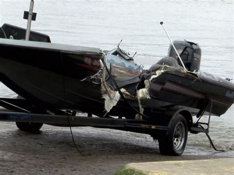 Bass Boat Crash Youtube by Bass Boat Wrecks Images Reverse Search