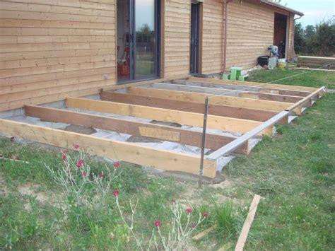 nivrem realiser une terrasse en bois sur gazon diverses id 233 es de conception de patio en