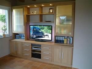 Wohnwand Nach Maß : moderne wohnwand mit offenem fach f r plasma tv tv mediencenter in eiche massiv mit milchglas ~ Markanthonyermac.com Haus und Dekorationen