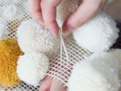 tutoriel diy faire un tapis en pompons via dawanda tes tutoriels et tapis de pompon