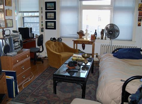 Studio Apartment : Studio Apartment-wikipedia