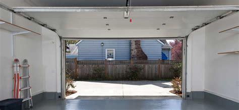 porte de garage comparatif des diff 233 rents types d ouverture ooreka