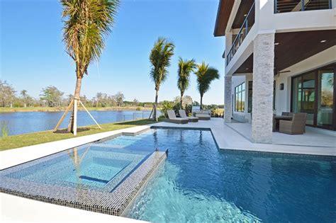 maison exotique pour des vacances inoubliable en maison de vacances exotiques avec vue sur l eau en