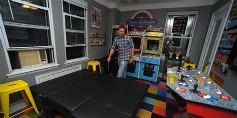 il transforme sa chambre en salle d arcade sa femme le quitte le officiel de julien tellouck