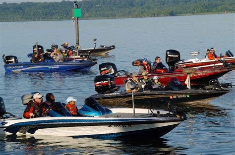 People On A Boat by File Several Speedy Boats With People In Them Jpg