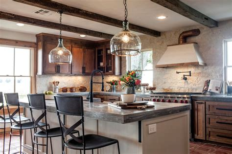 Fixer Upper Black Houseboat by Joanna S Design Tips Southwestern Style For A Run Down