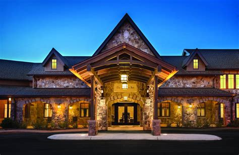 Boutique Hotels Expand to Smaller American Towns WSJ