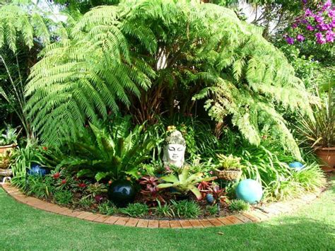 Small Tropical Theme Home Garden Design