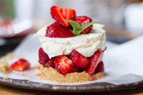 petits cheesecakes au fromage de ch 232 vre et aux fraises l anarchie culinaire selon bob le chef