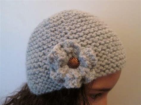 diy tuto apprendre a tricoter un bonnet cloche a fleur style charleston au point de mousse