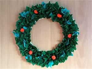 Weihnachtskranz Für Tür : wie w r 39 s mit einem weihnachtskranz basteln gestalten ~ Markanthonyermac.com Haus und Dekorationen