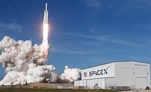 Elon Musk stuurt gigantische raket met zijn eigen Tesla de ...