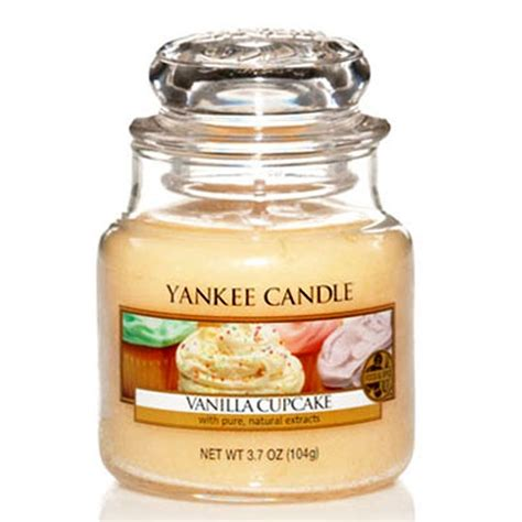 yankee candle vanilla cupcake 3 7oz small jar yankee candle from gift store uk
