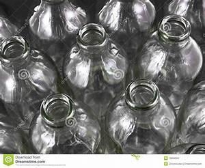 Leere Flaschen Für Likör : leere flaschen stockbild bild von schmier l bier wiederverwertung 16809559 ~ Markanthonyermac.com Haus und Dekorationen