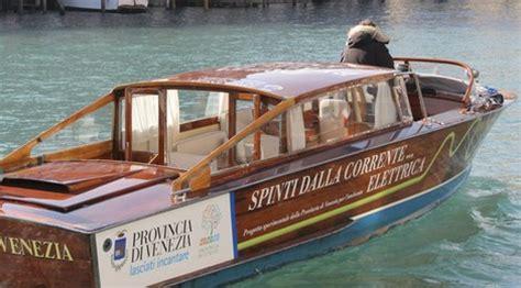 Fluisterbootje Te Koop by Veneti 235 Legt Motorboten Aan Banden Il Giornale D 233