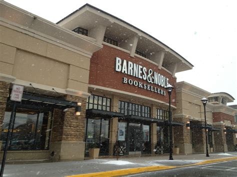 barnes noble locations barnes noble is now selling food and booze at select