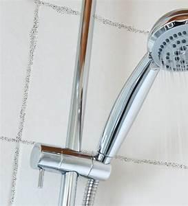 Schimmel Im Badezimmer : schimmel im bad so entfernen sie schimmel im badezimmer ~ Markanthonyermac.com Haus und Dekorationen