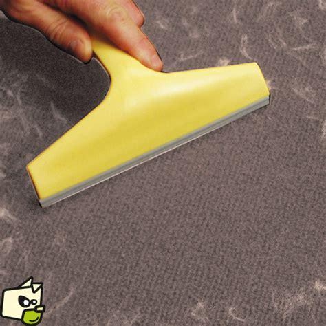 brosse ramasse poil pour enlever poil de chien et chat