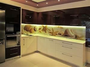 Glasrückwand Küche Beleuchtet : 35 k chenr ckw nde aus glas opulenter spritzschutz f r die k che ~ Markanthonyermac.com Haus und Dekorationen