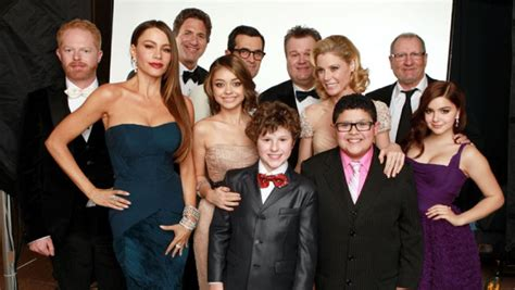 modern family cast still without new contracts as tuesday table read nears exclusive