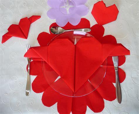 table de valentin pliage de coeur pour la valentin decoration de plats gastronomie