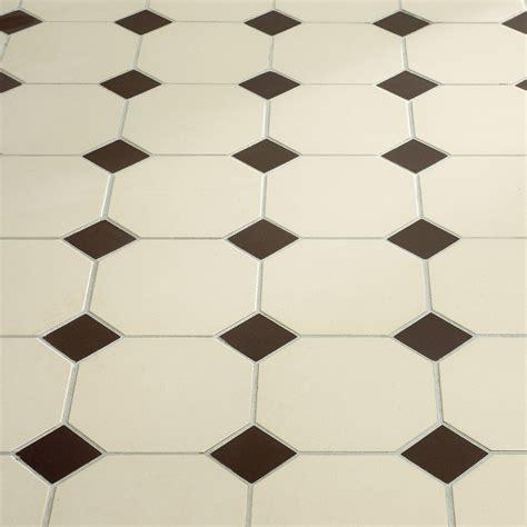 carrelage octogonal blanc cabochon noir