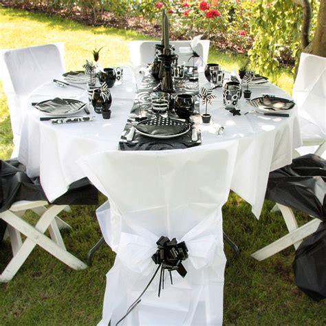 table mariage noir et blanc sur plusieurs th 232 mes