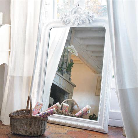 miroir trumeau sculpt 233 en bois de paulownia blanc h 120 cm altesse maisons du monde