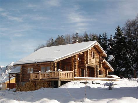 location chalet familial en rondin de bois 12 pers 224 600 m des pistes de ski ecrins d 233 voluy