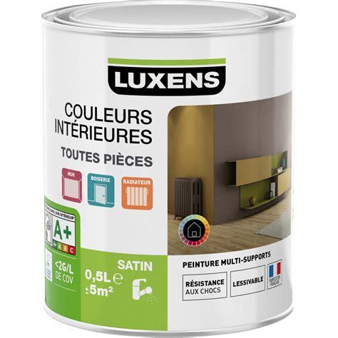 petit pot de peinture blanche peinture antirouille
