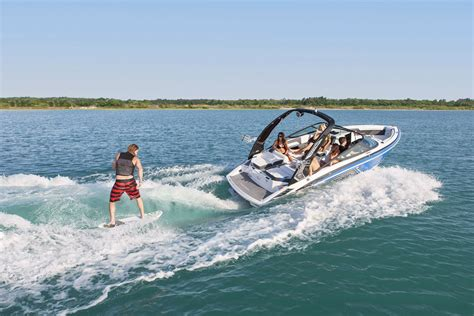 Sea Ray Surf Boat by Top 10 Runabouts Of 2016 Bowriders That Can T Be Beat