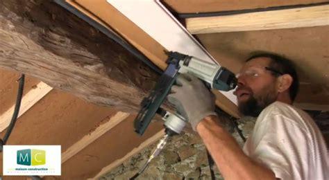 pose lambris large sur plafond laying wood panels