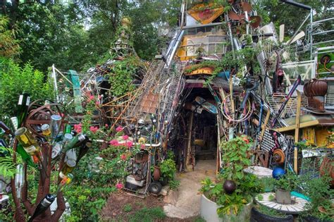 Garden Art : Flea Market Gardening