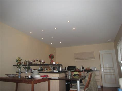 faux plafond salle de bain spot comment monter un faux plafond en placo installer