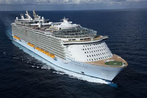 Pictures Of The Biggest Boat In The World by The World S Largest Cruise Ship Allure Of The Seas