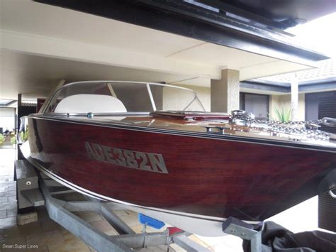 Classic Boats Online by Classic 6 8m Mahogany Runabout Power Boats Boats Online