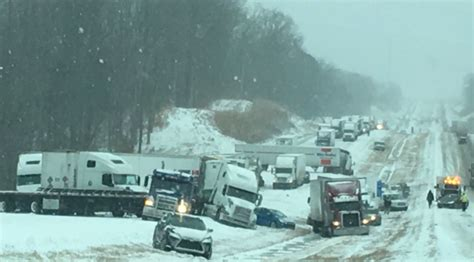 Tow Boat Jobs In Memphis Tn by Sixteen Semi Truck Pileup Shuts Down I 40 In Tennessee