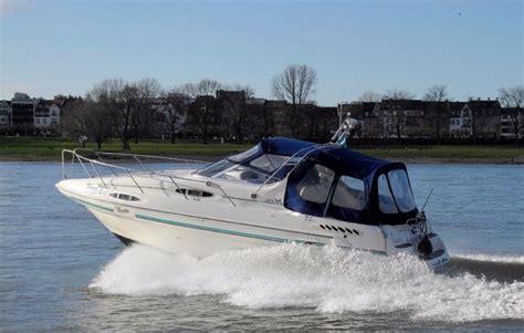 Motorboot Fahren Frau by Motorboot Fahren In D 252 Sseldorf Bei Mydays Als Geschenkidee