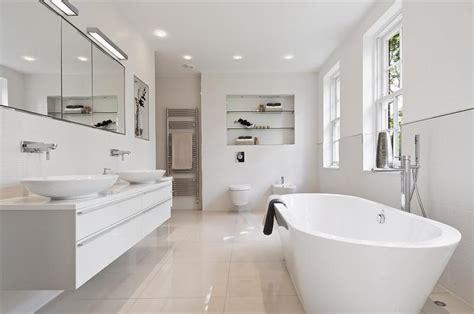 White Bathroom In Modern Style  Decorate Idea