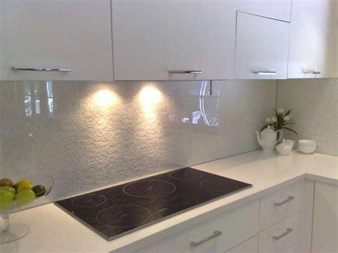 White Colred Glass Backspalsh