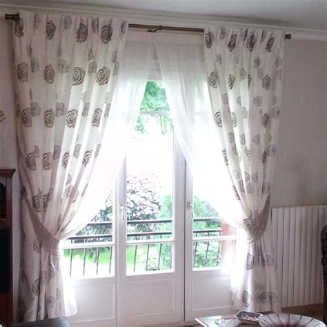 installation classique de voilages et doubles rideaux sur une barre int 233 rieurs