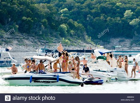 Lake Austin Party Boat by People On A Party Boat In Devil S Cove Lake Travis