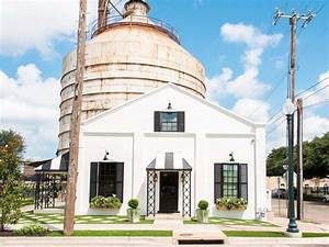 Fixer Upper Deutschland : hgtv stars explain how an abandoned cotton mill in their texas hometown became the smartest ~ Markanthonyermac.com Haus und Dekorationen