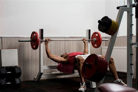 Watchfit  Build Up Your Chest Mass Bench Press Vs